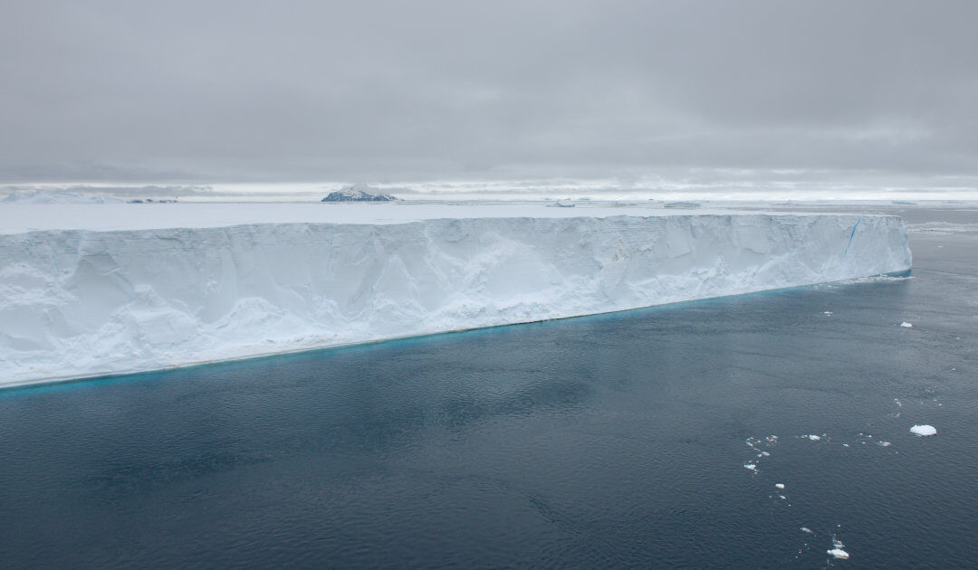 Riesiger neuer Eisberg am Amery-Eisschelf in der Ostantarktis abgebrochen