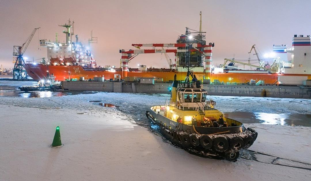 Die atombetriebene «Sevmorput» vor der Fahrt in die Antarktis
