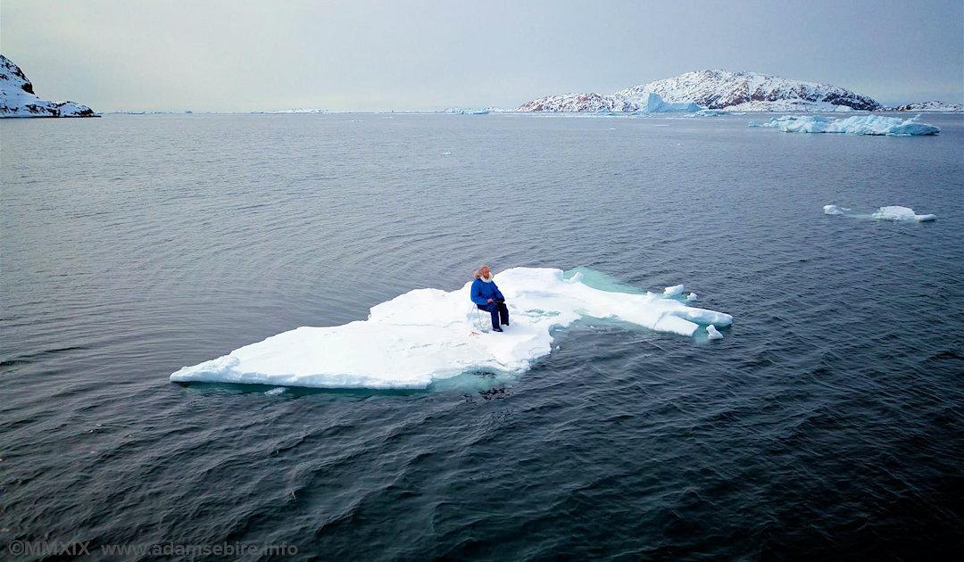 Australischer Künstler in Longyearbyen stellt Klimawandel dar