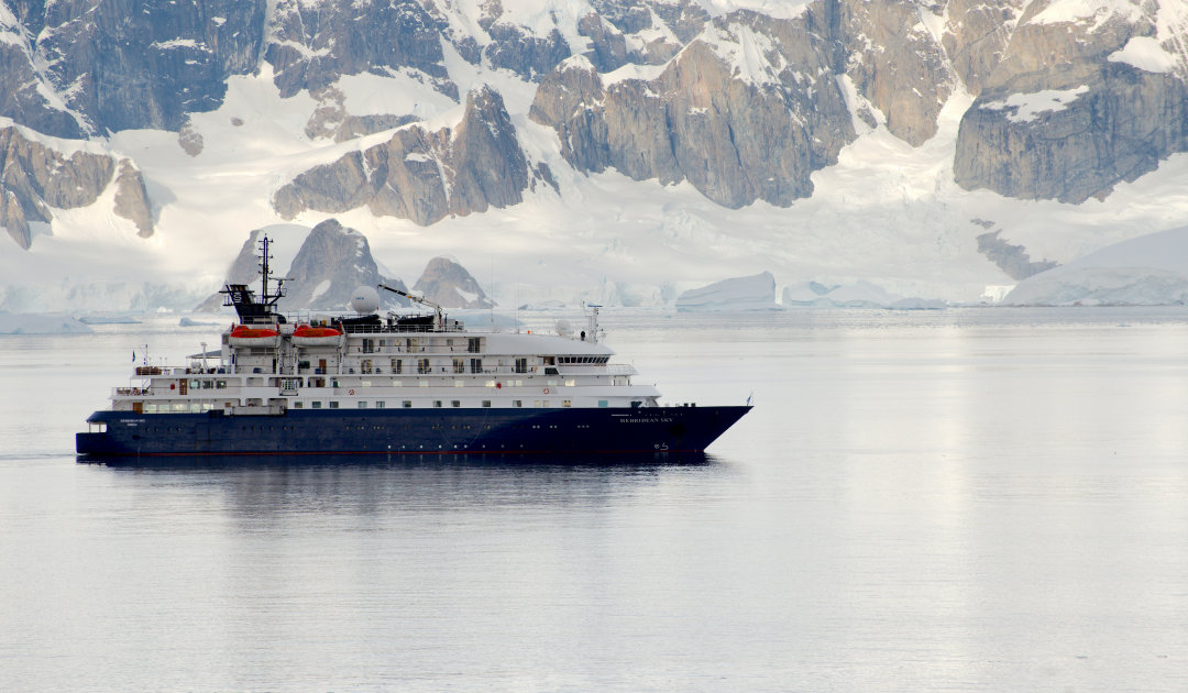 Expeditionsschiff bringt Stationspersonal nach Hause