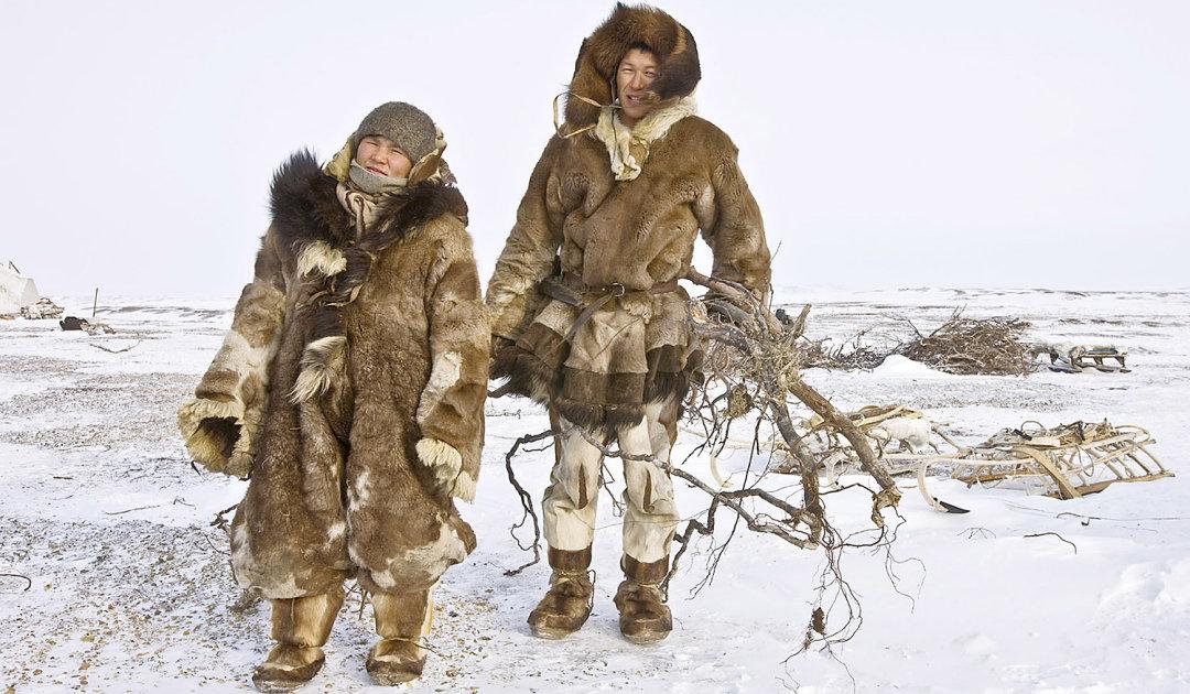 Traditionelle Rentierkleidung schützt besser vor arktischer Kälte