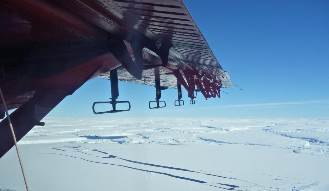 Tiefe Gräben unter Antarktisgletscher könnten Abschmelztempo erhöhen