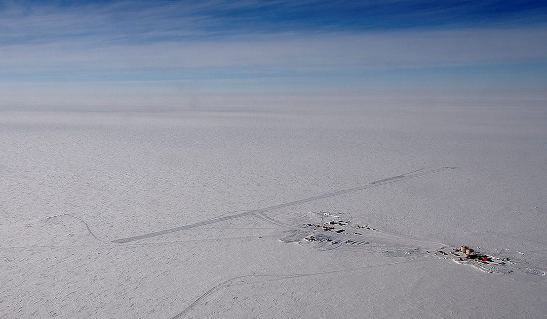 Precipitation of micrometeorites in Antarctica